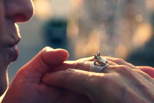 能让老婆看哭的挽回信,给老婆写一封挽回婚姻的信